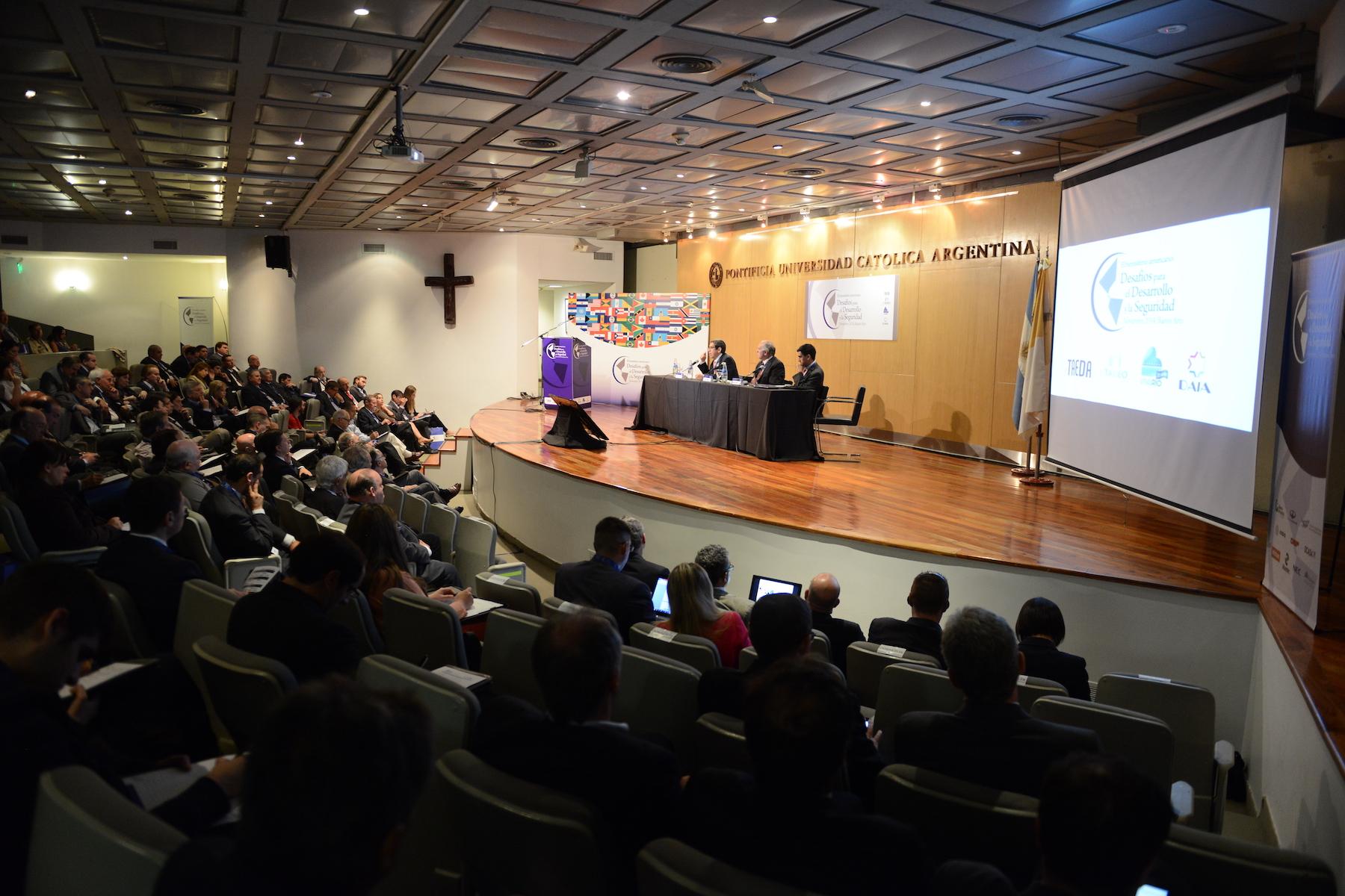 Organizamos grandes seminarios y eventos académicos de alcance internacional.